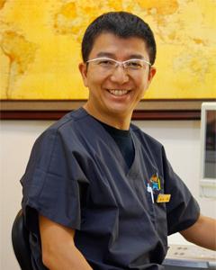 まなぶ歯科院長の鈴木学です。